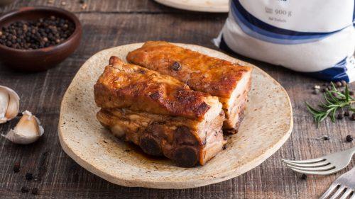 Costillar cerdo a la chilena con miel de ulmo y merquén